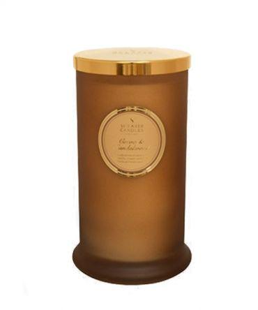 Висока ароматна свещ в цветно стъкло и натурални аромати Cocoa & Sandalwood с аромат на какао и сандалово дърво