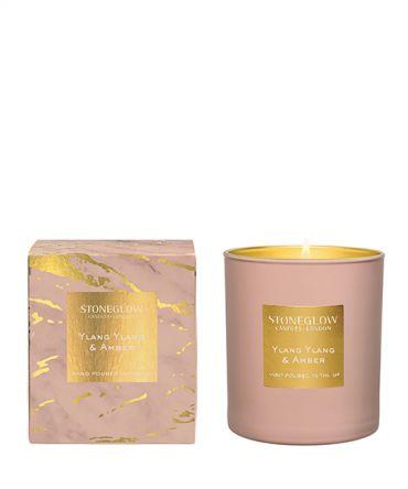 Ароматна свещ Ylang Ylang & Amber с богат флорален аромат и пикантни подправки. Луксозен подарък за любима жена.