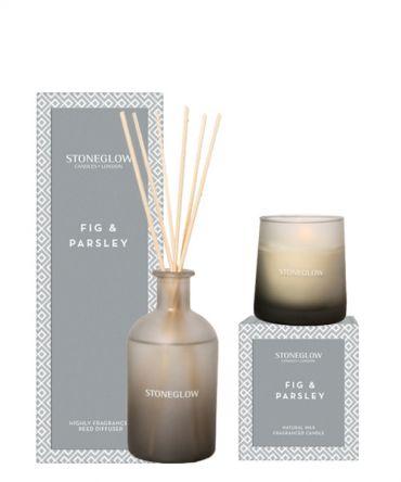 Комплект ароматна свещ и дифузер с клечки Fig & Parsley, всяко в отделна кутия за подарък.