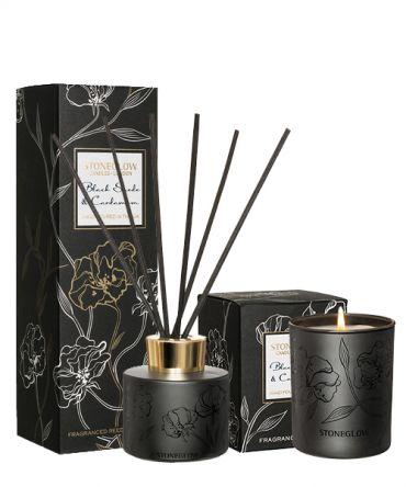 Комплект за подарък Ароматна свещ и Дифузер Black Suede & Cardamom в черно релефно стъкло, с дървесен, пикантен аромат на сандалово дърво, мускус, кехлибар