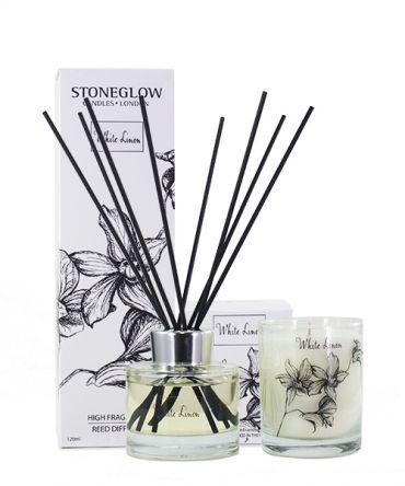 Комплект ароматна свещ и ароматизатор - дифузер с клечки White Linen със свеж аромат, всеяко в отделна кутия за подарък.