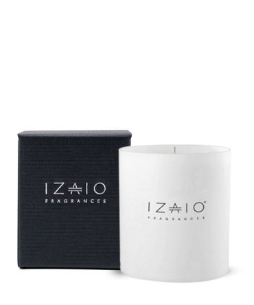 Луксозна ароматна свещ IZAIO Fragrances в черна кутия за подарък, произведена в Белгия