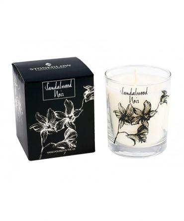 Ароматна свещ в стъклена чаша с аромат на сандалово дърво