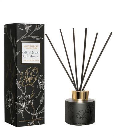 Ароматизатор дифузер Black Suede & Cardamom. Дървесен аромат с пикантни подправки. Подходящ подарък за мъж.
