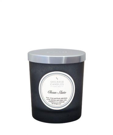 Ароматна свещ в цветно стъкло и натурални аромати с аромат на лилия, жасмин и бяла роза