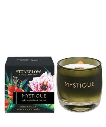 Ароматна свещ Spice Explosion & Charcoal с дървен фитил, в цветна стъклена чаша и опаковка за подарък. Пикантен дървесен аромат, подходящ подарък за мъж.