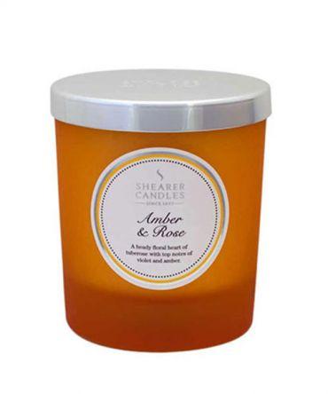 Ароматна свещ в цветно стъкло и натурални аромати с аромат на роза и амбър (кехлибар)