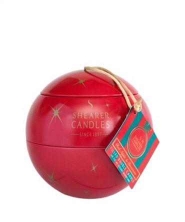 Коледна ароматна свещ в метална кутия за подарък. С аромат на кедрово дърво, карамфил, ябълка, цитрусови плодове и канела.