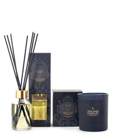 Комплект ароматна свещ в черно матово стъкло и кутия за подарък, и ароматизатор с пръчици - дифузер Amber Noir
