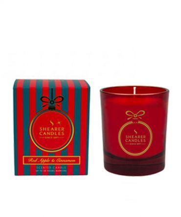 Коледна ароматна свещ в празнична кутия за подарък. С аромат на кедрово дърво, карамфил, ябълка, цитрусови плодове и канела.