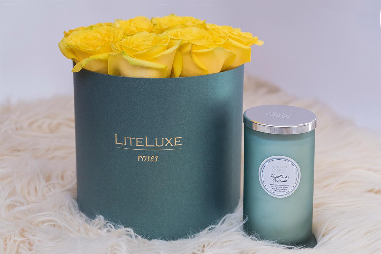 Комплекти за подарък - Кутия с рози и Ароматна свещ